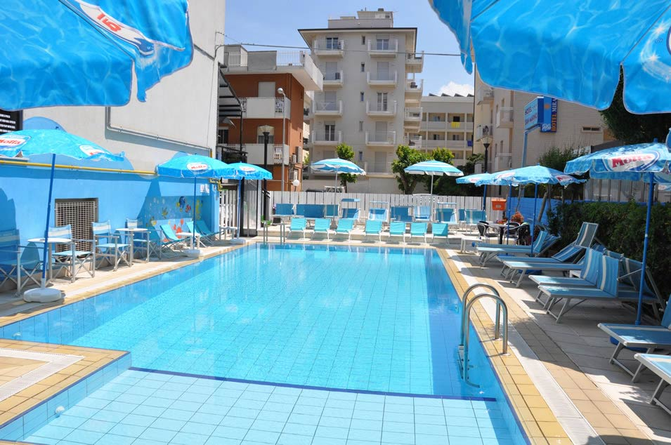 3 star hotel in riccione with a swimming pool crystal for Crystal water piscinas